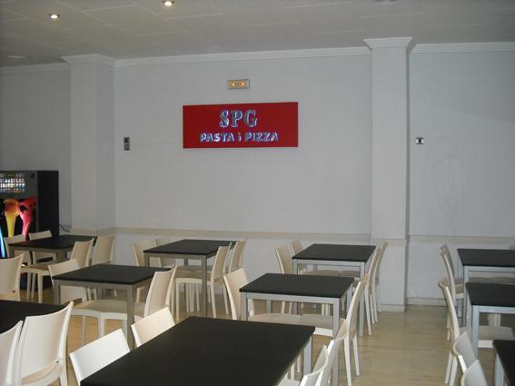 Proyecto desarrollado por CASANOVA en Sueca (Valencia): mesas, sillas y mobiliario de hostelería (3).