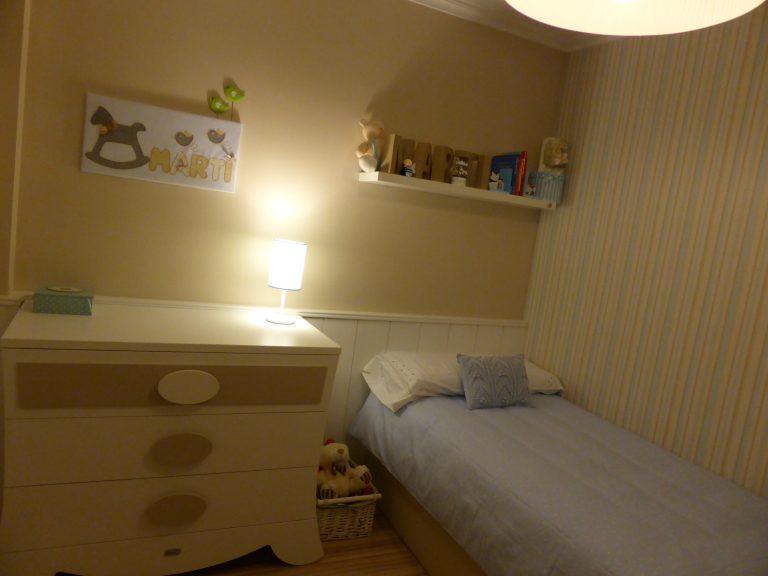 Proyecto 22140 desarrollado por CASANOVA en Sueca (Valencia): cama, chifonier, iluminación y decoración textil del dormitorio juvenil (12).