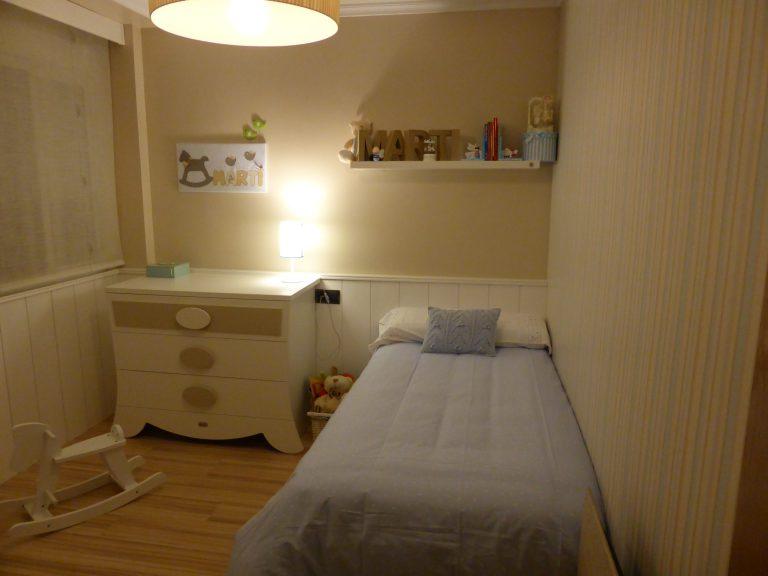 Proyecto 22140 desarrollado por CASANOVA en Sueca (Valencia): cama, chifonier, iluminación y decoración textil del dormitorio juvenil (14).