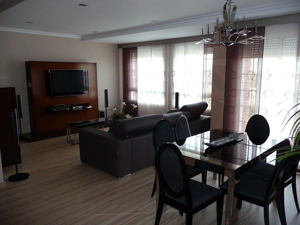 Proyecto 22140 desarrollado por CASANOVA en Sueca (Valencia): mesas, sillas, tapicería, composición de salón, panel japonés, iluminación y decoración (6).