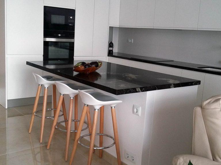 Proyecto 27334 desarrollado por CASANOVA en Sueca (Valencia): taburetes.