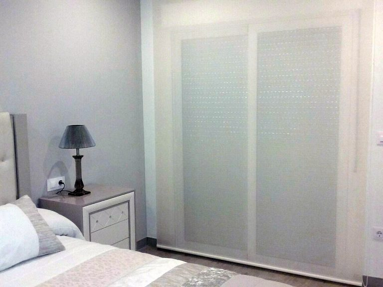 Proyecto 26763 desarrollado por CASANOVA en Canals (Valencia): dormitorio, iluminación y cortinas.