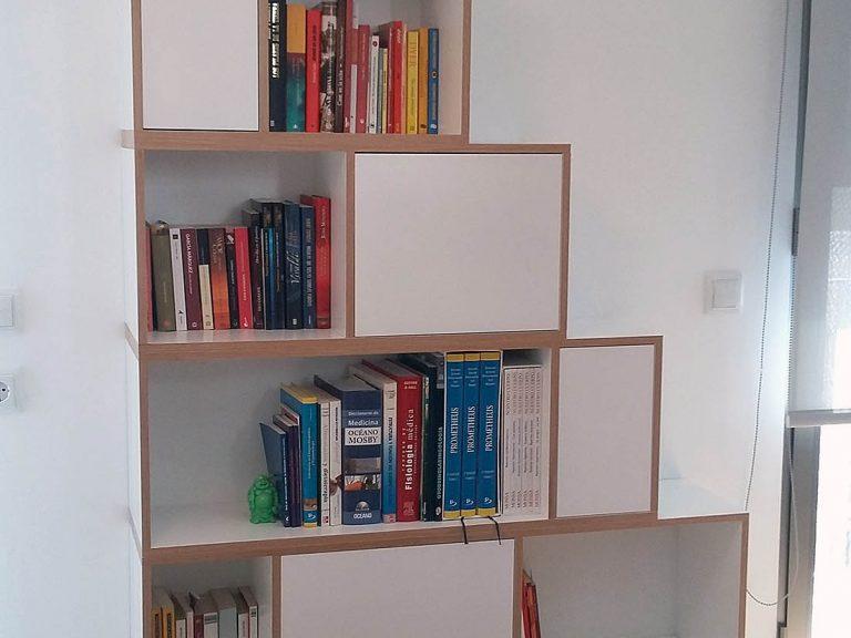 Proyecto 27334 desarrollado por CASANOVA en Sueca (Valencia): dormitorio y librería.