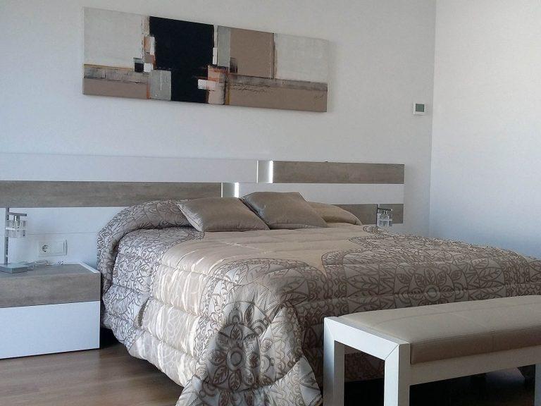 Proyecto 27334 desarrollado por CASANOVA en Sueca (Valencia): dormitorio, cuadros, iluminación, panel japonés y ropa de cama.