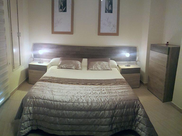 Proyecto 27992, desarrollado por CASANOVA en Rótova (Valencia): dormitorio, iluminación, cortina enrollable y ropa de cama.