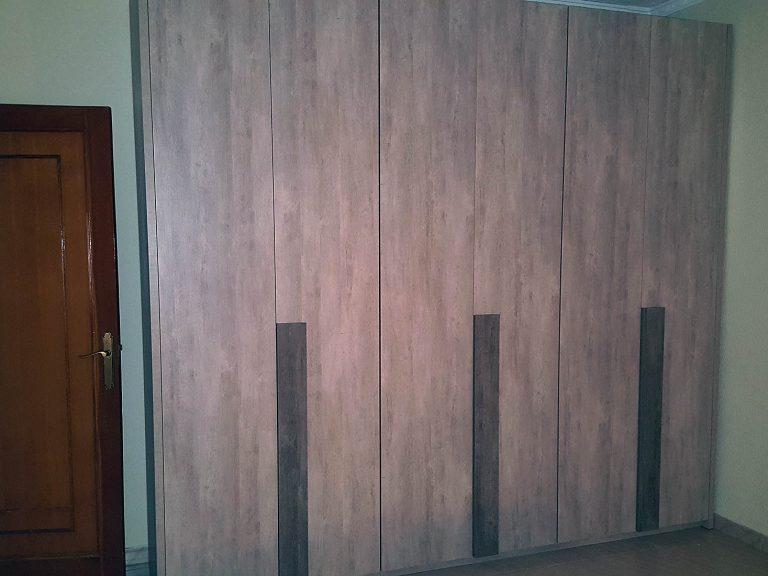 Proyecto 27992 desarrollado por CASANOVA en Rótova (Valencia): armario, dormitorio, iluminación, cortina enrollable y ropa de cama.