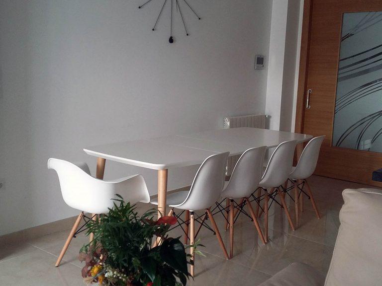 Proyecto 27334 desarrollado por CASANOVA en Sueca (Valencia): comedor, mesa y sillas.