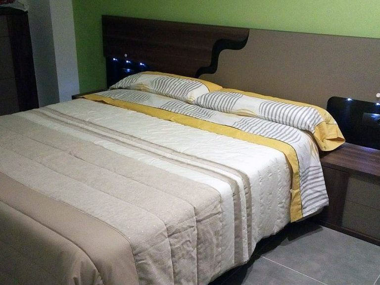 Proyecto 27877 desarrollado por CASANOVA en Xeraco (Valencia): dormitorio, cama, chifonier, iluminación y decoración.