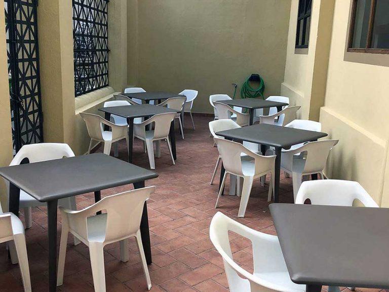 Proyecto de mobiliario de hostelería, desarrollado por CASANOVA en Sueca (Valencia): sillas y mesas apilables para la terraza de la Sociedad Recreativa La Agricultura (3).