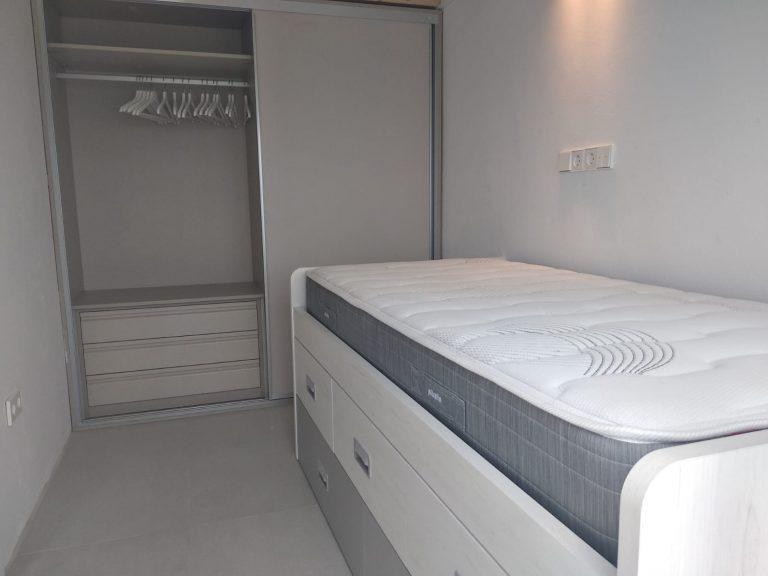 Proyecto 28615 desarrollado por CASANOVA en Ibiza (Islas Baleares): dormitorio, cama, iluminación y decoración.