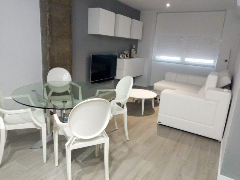 Proyecto 28615 desarrollado por CASANOVA en Valencia: tapicería, mesas de centro, mesa, sillas, iluminación, decoración, dormitorio y salón comedor.
