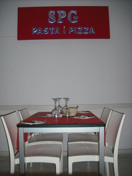 Proyecto desarrollado por CASANOVA en Sueca (Valencia): mesas, sillas y mobiliario de hostelería (5).