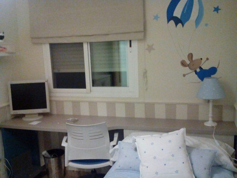 Proyecto 16948 desarrollado por CASANOVA en Sueca (Valencia): zona de estudio y decoración textil del dormitorio juvenil (2).