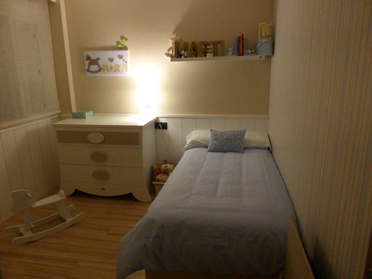 Proyecto 22140 desarrollado por CASANOVA en Sueca (Valencia): cama, chifonier, iluminación y decoración textil del dormitorio juvenil (13).