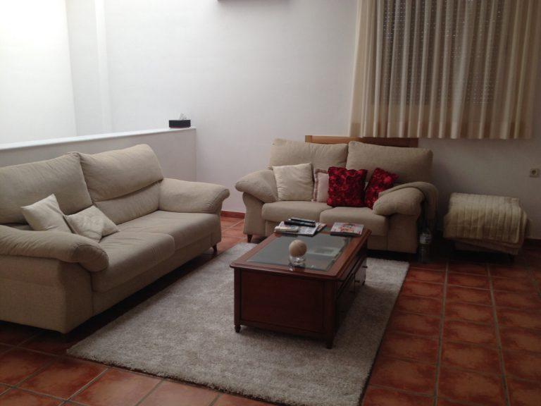 Proyecto 7482 desarrollado por CASANOVA en Sueca (Valencia): tapicería, mesa de centro, cortinas, iluminación y mobiliario de despacho clásico en una buhardilla (5).