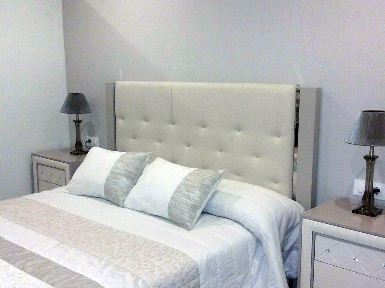 Proyecto 26763 desarrollado por CASANOVA en Canals (Valencia): dormitorio, iluminación y ropa de cama.