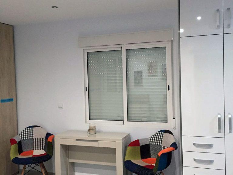 Proyecto 27725 desarrollado por CASANOVA en la playa de Tavernes De La Valldigna (Valencia): mobiliario auxiliar, sillas y tapicería.