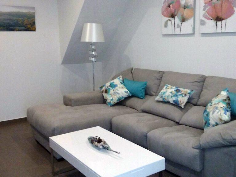 Proyecto 26763 desarrollado por CASANOVA en Canals (Valencia): tapicería, mobiliario auxiliar, iluminación y decoración.