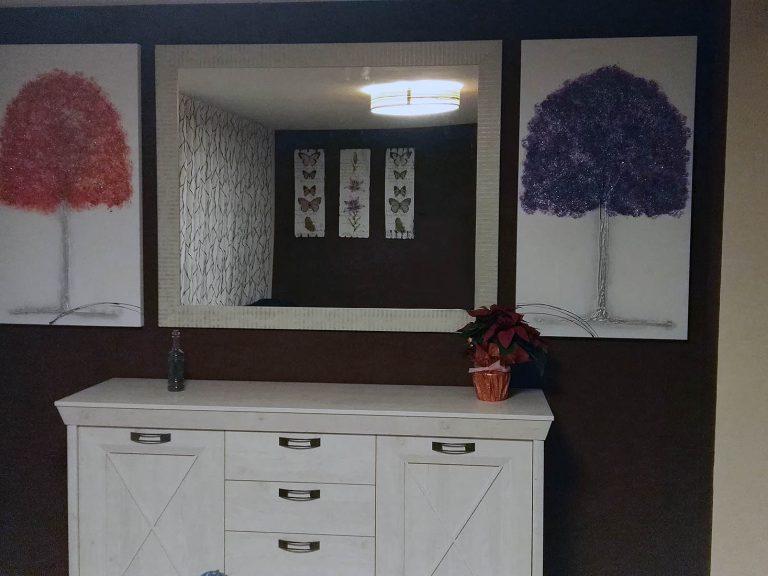 Proyecto de salón 18320, desarrollado por CASANOVA en Cullera (Valencia): salón, comedor, aparador, decoración, iluminación, espejo y cuadros.