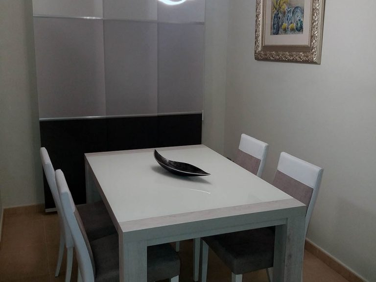 Proyecto 27511 desarrollado por CASANOVA en Sueca (Valencia): comedor, mesa, sillas, iluminación, panel japonés y decoración.