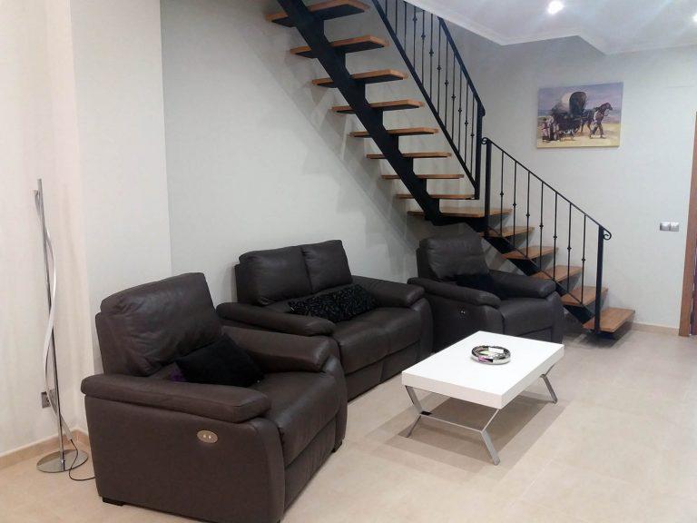 Proyecto 27511 desarrollado por CASANOVA en Sueca (Valencia): salón, iluminación, tapicería y decoración.