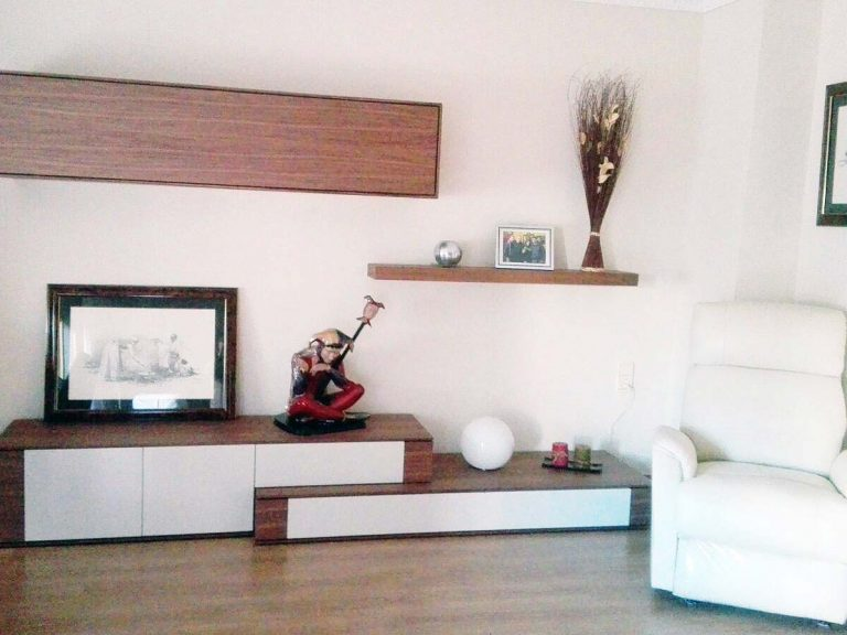 Proyecto 9268 desarrollado por CASANOVA en Sueca (Valencia): composición de salón, iluminación, sillón relax, tapicería y decoración (1).