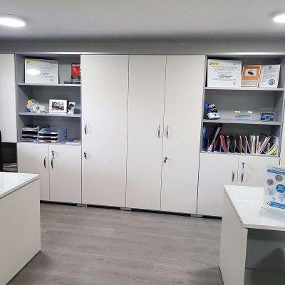Proyecto de mobiliario de oficina, desarrollado por CASANOVA en Quart De Poblet (Valencia): sillas, mesas, armarios y decoración para las oficinas de la empresa Trucks Torres (4).