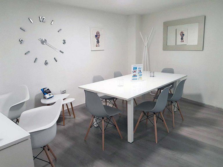Proyecto de mobiliario de oficina, desarrollado por CASANOVA en Quart De Poblet (Valencia): sillas, mesas y decoración para las oficinas de la empresa Trucks Torres (7).