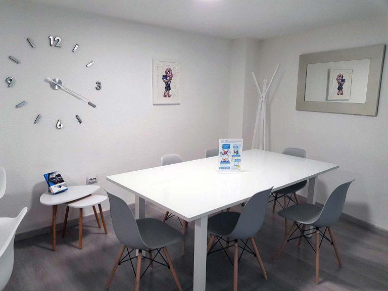 Proyecto de mobiliario de oficina, desarrollado por CASANOVA en Quart De Poblet (Valencia): sillas, mesas y decoración para las oficinas de la empresa Trucks Torres (8).