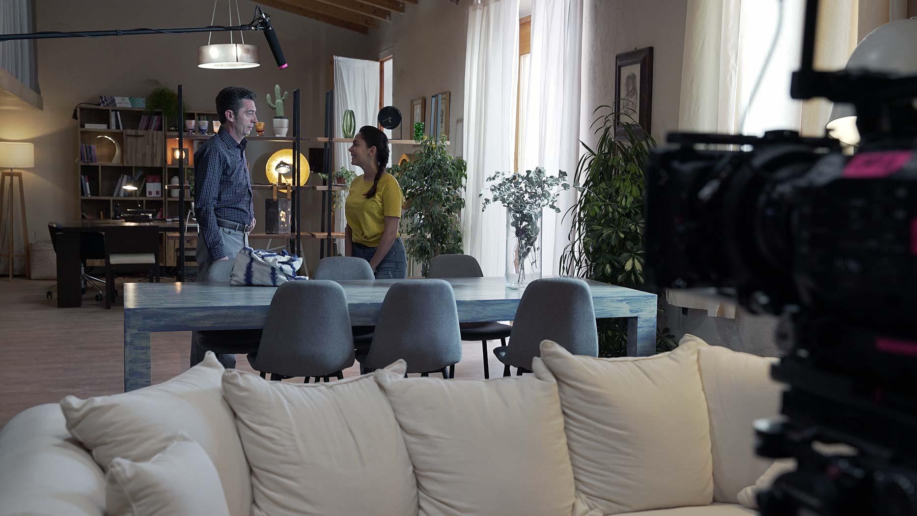 'La Vall' se estrena en À Punt con mobiliario de CASANOVA