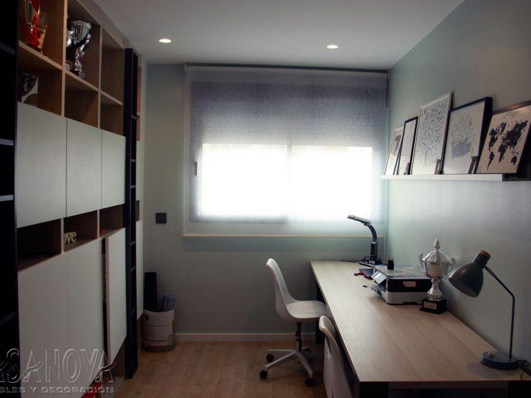 Proyecto 28436 desarrollado por CASANOVA en Sueca (Valencia): despacho, mobiliario, sillas, iluminación, cortina enrollable y decoración. Decoración completa del hogar.