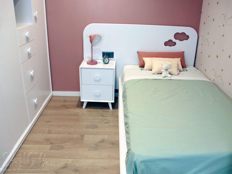 Proyecto 28436 desarrollado por CASANOVA en Sueca (Valencia): dormitorio infantil / juvenil, armario juvenil, iluminación, cortina enrollable y decoración. Decoración completa del hogar.