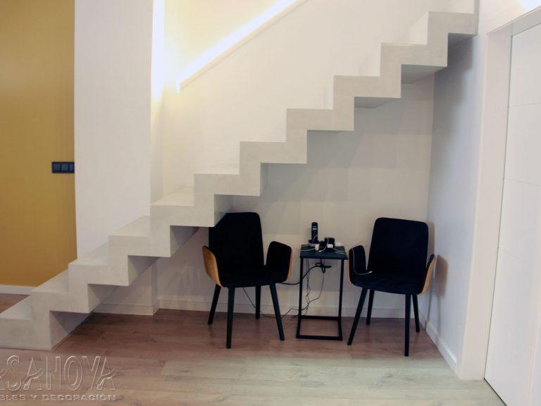 Proyecto 28436 desarrollado por CASANOVA en Sueca (Valencia): salón, comedor, mesita, sillas, iluminación y decoración. Decoración completa del hogar.