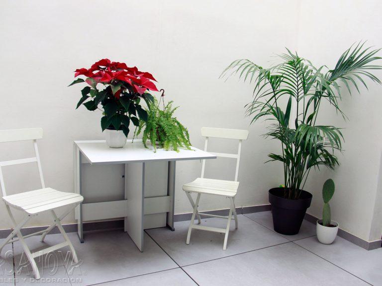 Proyecto 28436 desarrollado por CASANOVA en Sueca (Valencia): terraza, mesa, sillas y decoración. Decoración completa del hogar.