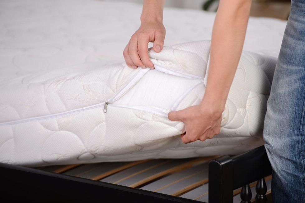 El material del colchón influye para descansar mejor.