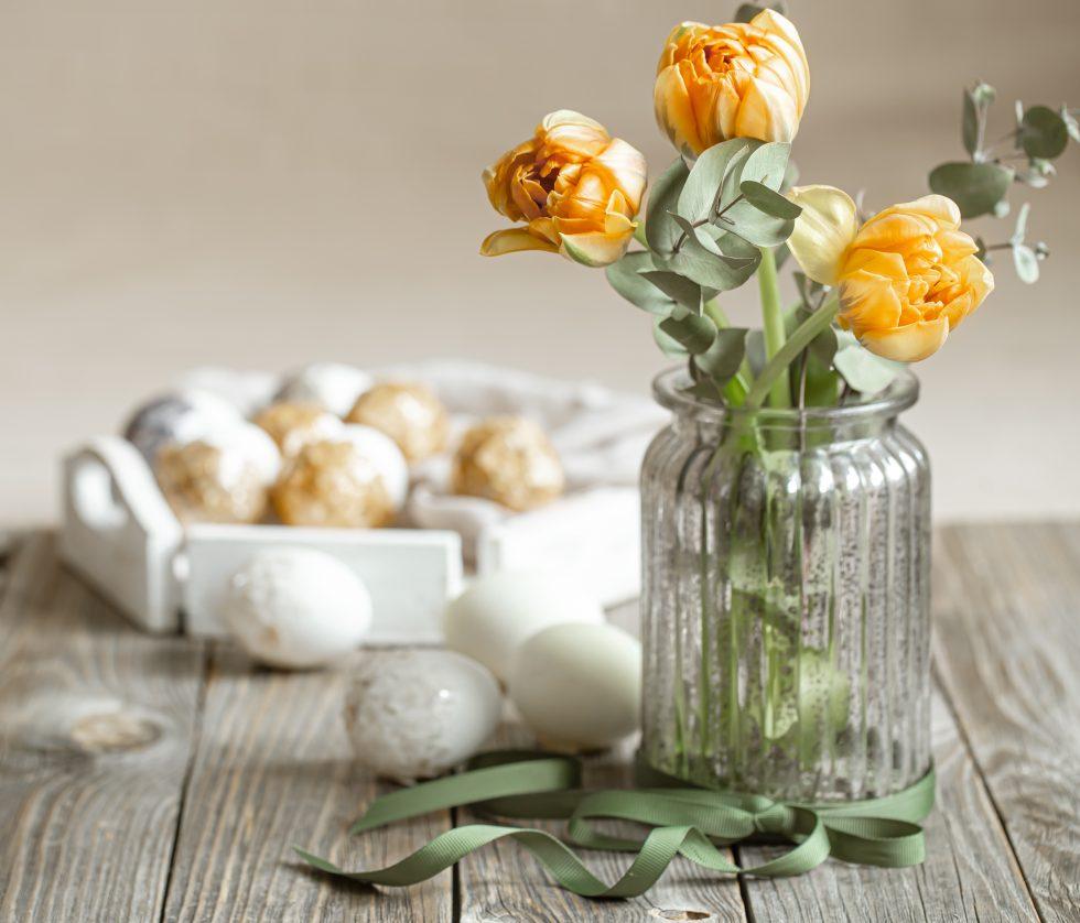 Centros de mesa con flores.