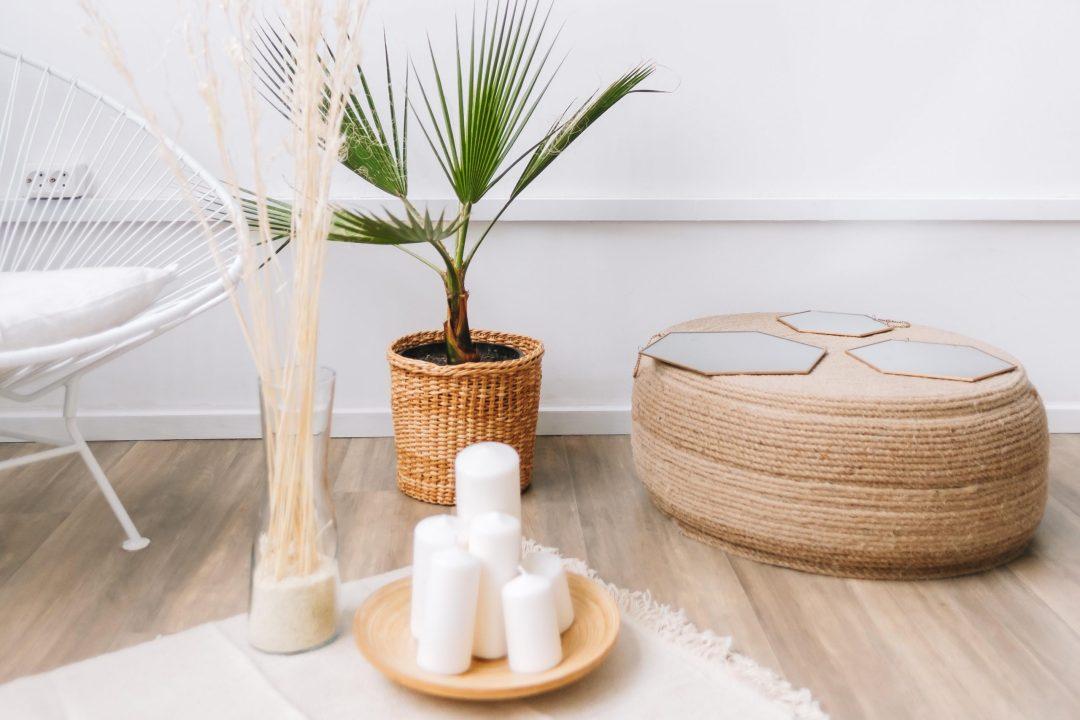 Los materiales naturales son el complemento perfecto para la decoración de tu casa en verano.